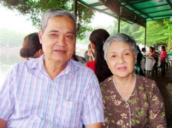 Nhạc sĩ Thanh Sơn và vợ, bà Lê Thị Hương(DR